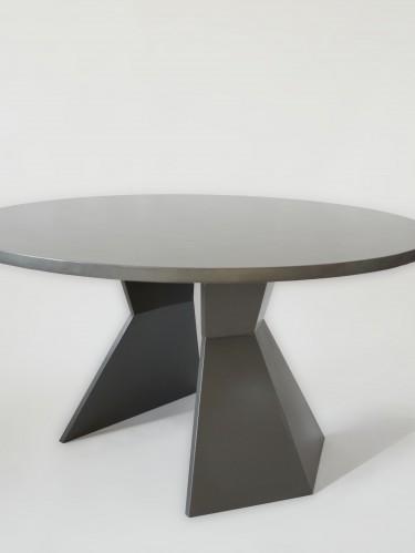 Стол из бетона