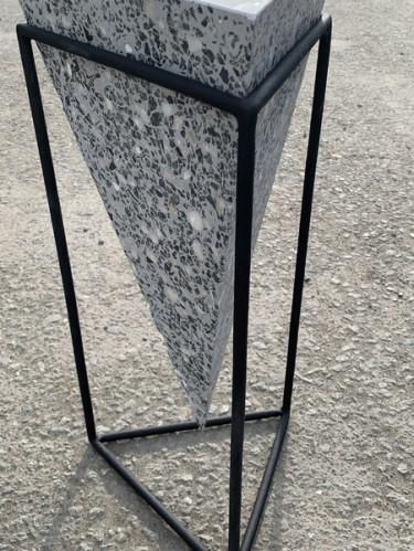 Столик «Пирамида» из бетона