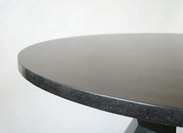 Стол из шлифованного бетона